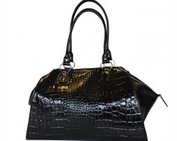 kozena-lakovana-kabelka-c-8616-v-ciernej-farbe-kabelka-je-vhodna-pre-kazdu-modernu-zenu-dokazete-si-predstavit-zivot-bez-kabelky