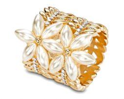 Perlové kvety sú nádherný a luxusný doplnok k šatke
