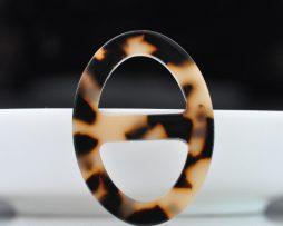 Luxusná pracka na šatku a šál vyrobená zo živice v leopardom vzhľade