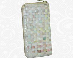 Moderná pletená kožená peňaženka vo svetlo farebnom prevedení vyrobená z kvalitnej kože