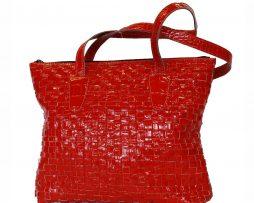 atraktivna-tkana-kozena-kabelka-c-8597-v-cervenej-farbe
