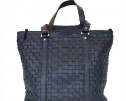 luxusna-pletena-kozena-kabelka-c-8633-v-tmavo-modrej-farbe-1