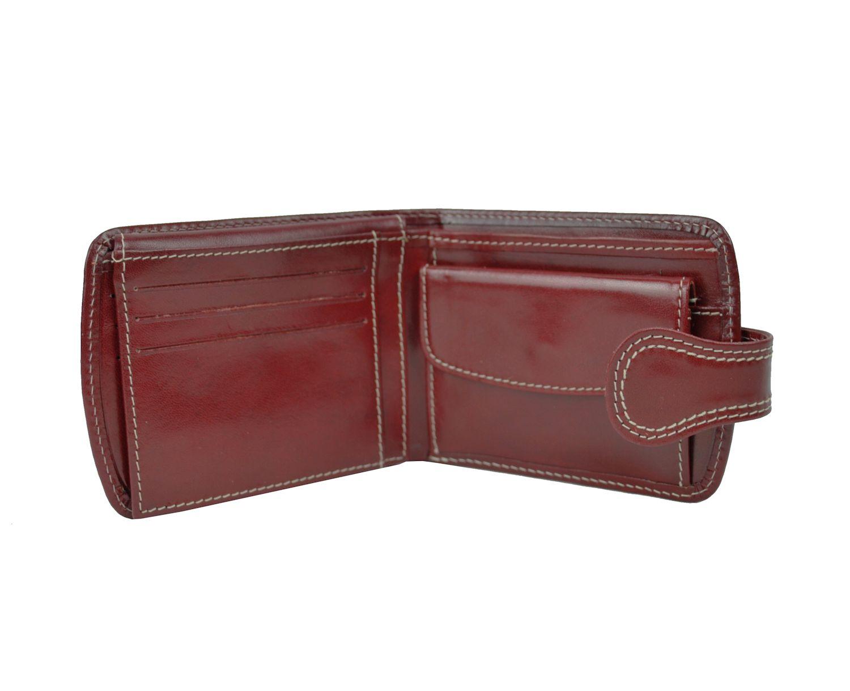 Elegantná kožená peňaženka je vyrobená z prírodnej kože. a6b651374be