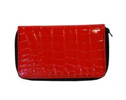 lakovana-kozena-penazenka-c-8627-v-cervenej-farbe-v-nasom-online-obchode-najdete-kozene-penazenky-s-modernym-dizajnom-a-praktickym-usporiadanim-1