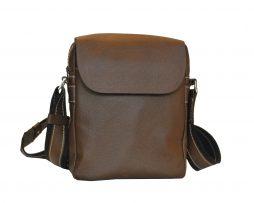 Elegantná kožená etuja z hovädzej kože č.8365. Do tašky sa zmestia základné veci ako kľúče, peňaženka a mobil.