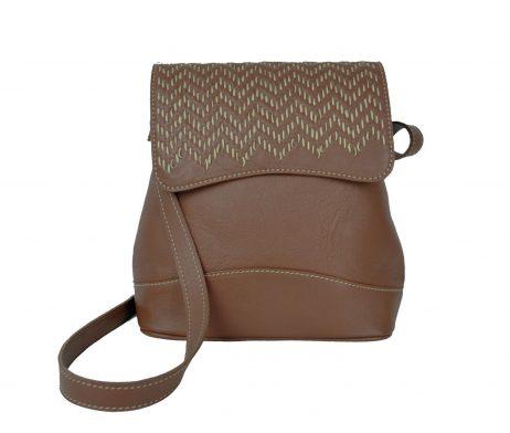 Ručne vyšívaná kožená kabelka v hnedej farbe (2)