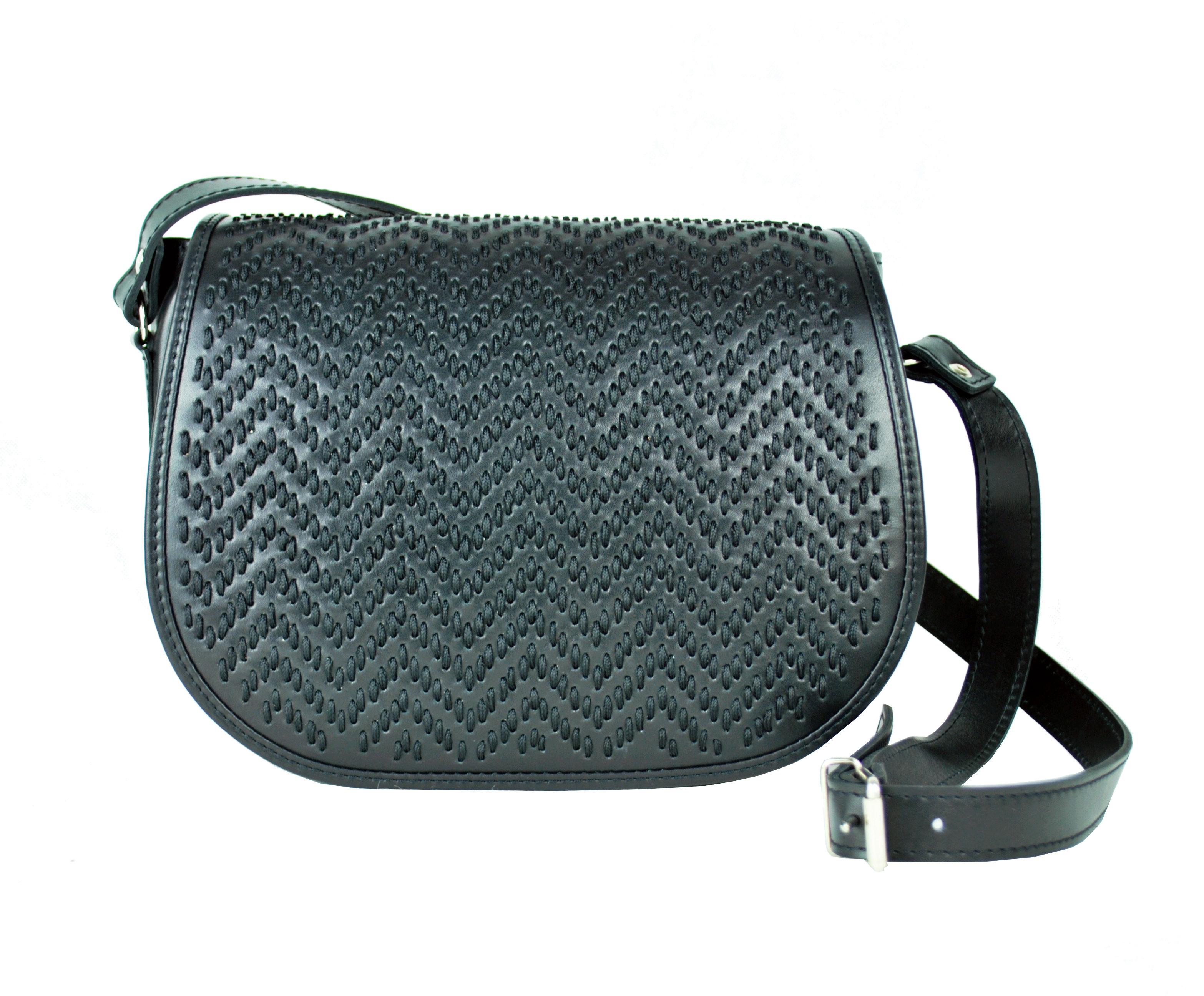 Ručne vyšívaná lovecká kabelka z pravej kože 8a7e4e5c2a2