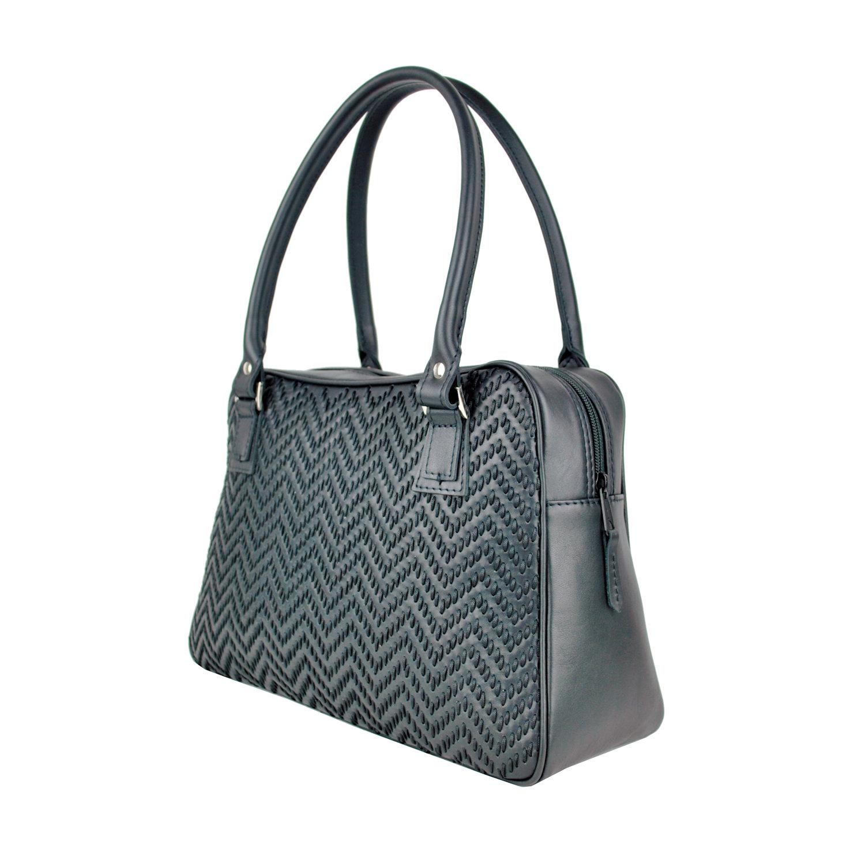 5f6dd39ed6be Ručne vyšívaná kabelka z pravej kože v čiernej farbe - čierne vyšívanie