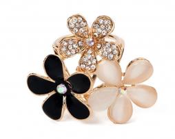 Luxusný trojprstenec pre šatky v tvare ligotavých kvetov v zlatej farbe (4)