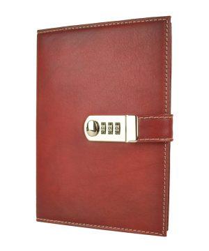 XXL zápisník z prírodnej kože na heslový zámok, ručne tieňovaný, tmavo červená farba.